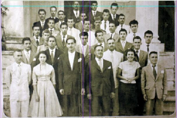"""""""Professores e alunos do Instituto de Educação. O Prof. Aníbal Nunes Pires é o quarto da esquerda para a direita na primeira fila"""""""