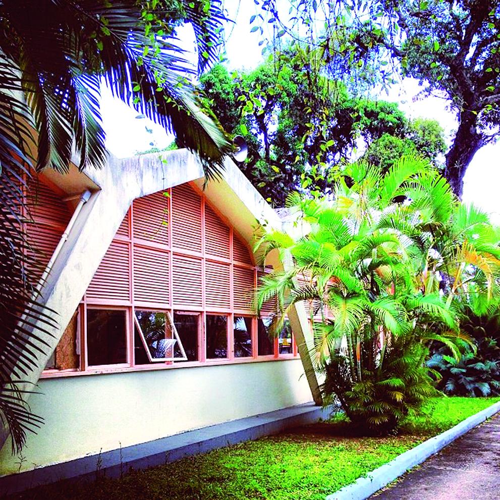 Inaugurada em 1950, o Centro Educacional Carneiro Ribeiro, mais conhecido como Escola Parque, funciona até hoje em Salvador.